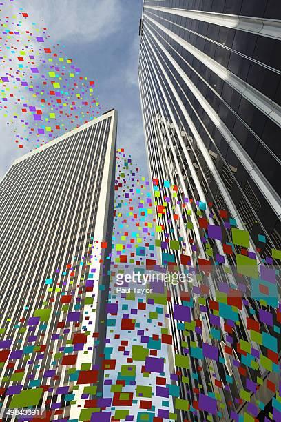 Flying Pixels Around Buildings