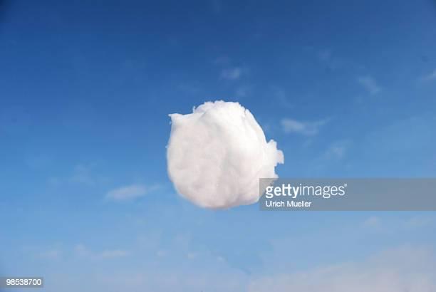 flying snowball - einzelner gegenstand stock-fotos und bilder