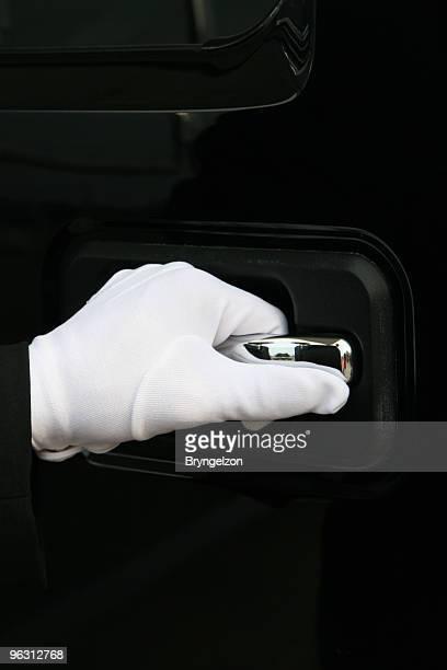 フォーカスに白の手袋