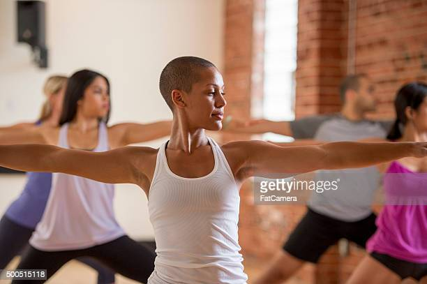 focused in warrior ii pose - tank top stock pictures, royalty-free photos & images