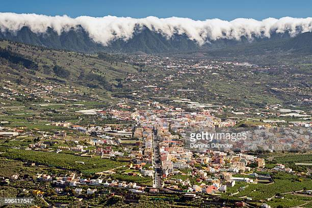 foehn effect over los llanos town (canaries) - tsunami stock pictures, royalty-free photos & images