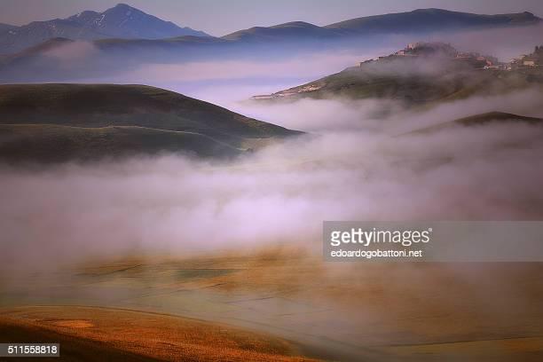 fog and clouds - edoardogobattoni - fotografias e filmes do acervo