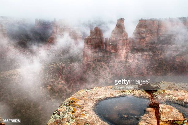 fog and rain - colorado national monument stock-fotos und bilder