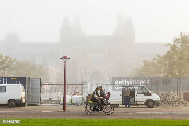 fog and renovations at rijksmuseum - merten snijders stock pictures, royalty-free photos & images