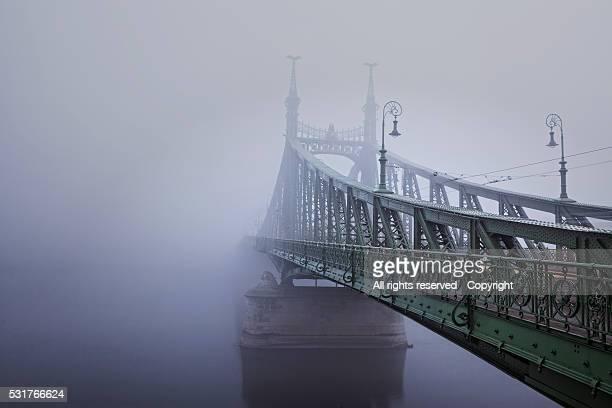 fog liberty bridge (budapest) - hungria stock photos and pictures