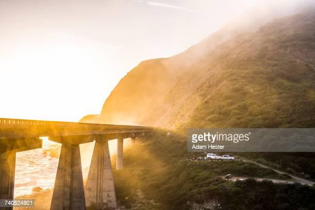fog on bridge near ocean - oakland condado de alameda fotografías e imágenes de stock