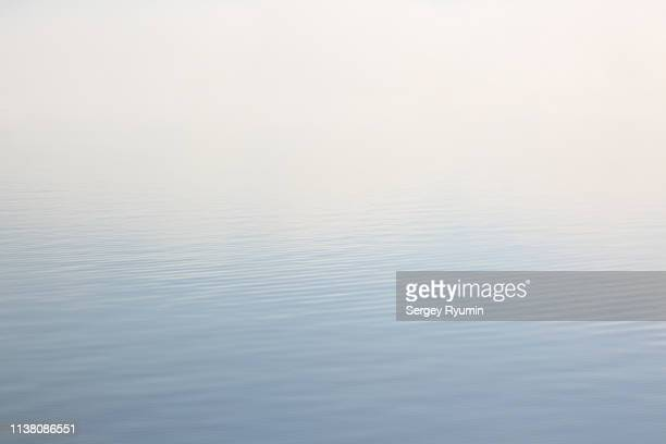fog on the water - horizon over water stock pictures, royalty-free photos & images