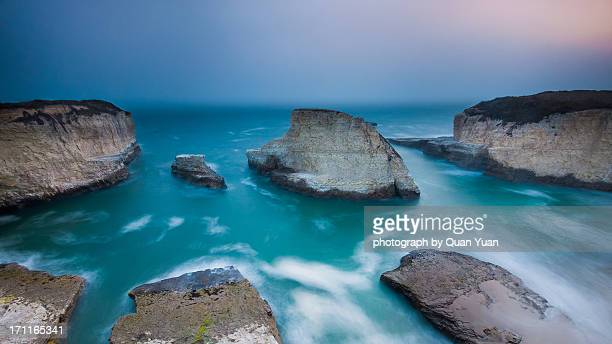 foggy coast - yuan quan stock pictures, royalty-free photos & images