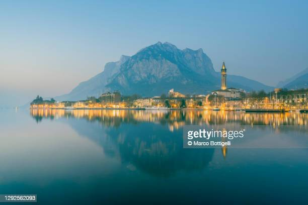 foggy dusk in lecco, lake como, italy - italia stock pictures, royalty-free photos & images