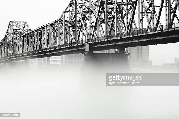 foggy john f kennedy memorial bridge against sky - louisville kentucky stock pictures, royalty-free photos & images