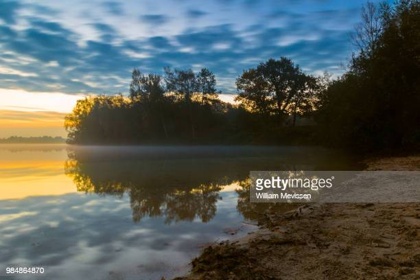 foggy layer - william mevissen stockfoto's en -beelden