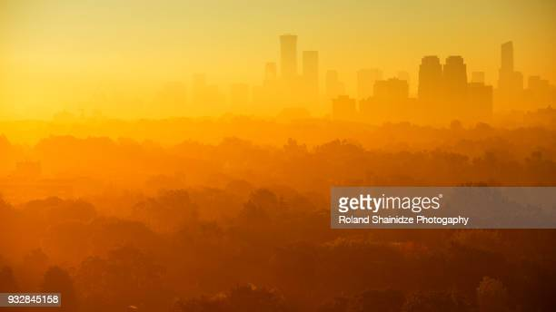 foggy morning over toronto's skyline - golden hour stock pictures, royalty-free photos & images