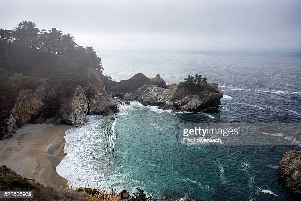 foggy pacific ocean - mcway falls stock pictures, royalty-free photos & images