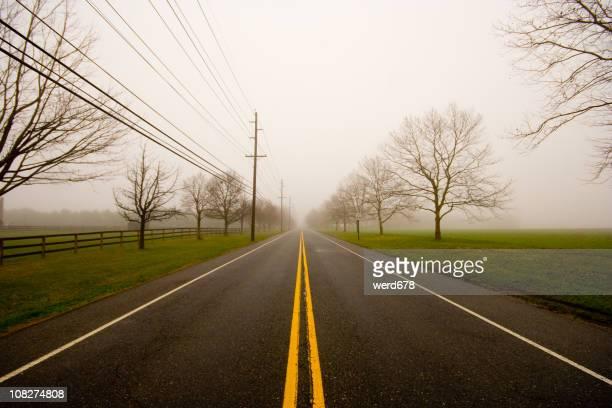 foggy road - descrição geral - fotografias e filmes do acervo