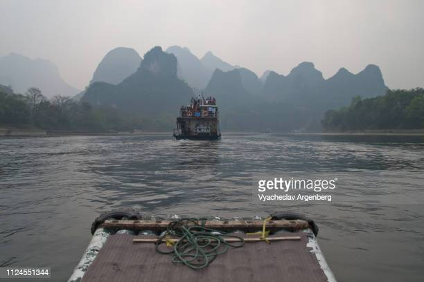 foggy, sleepy li river and limestone karst formations near guilin, china - argenberg stock pictures, royalty-free photos & images