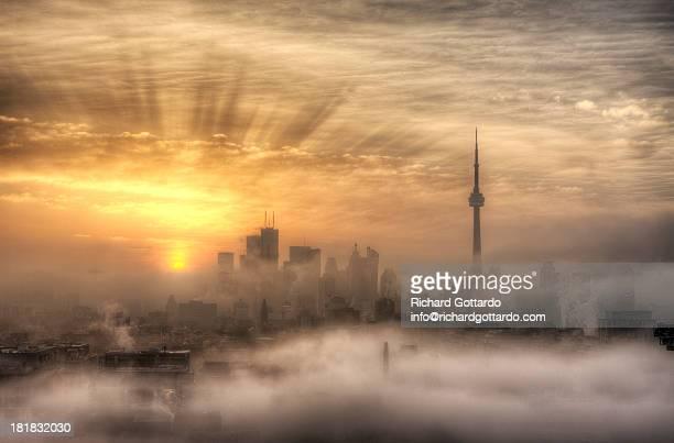 foggy toronto sunrise - 2012 2013年 キプロス財政危機 stock pictures, royalty-free photos & images