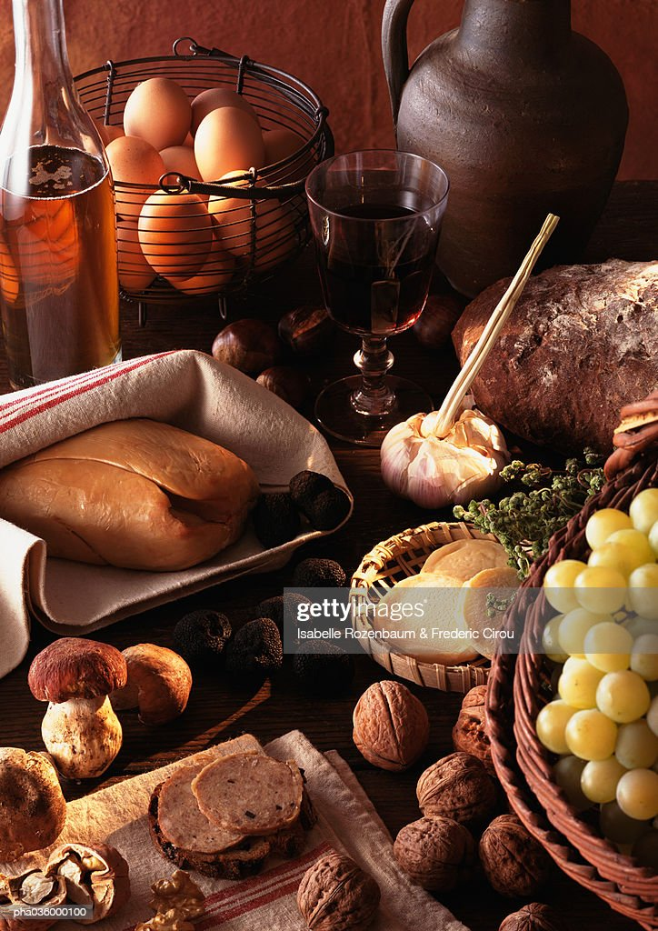 Foie gras and truffles displayed on table, surrounded by other foods : Stockfoto