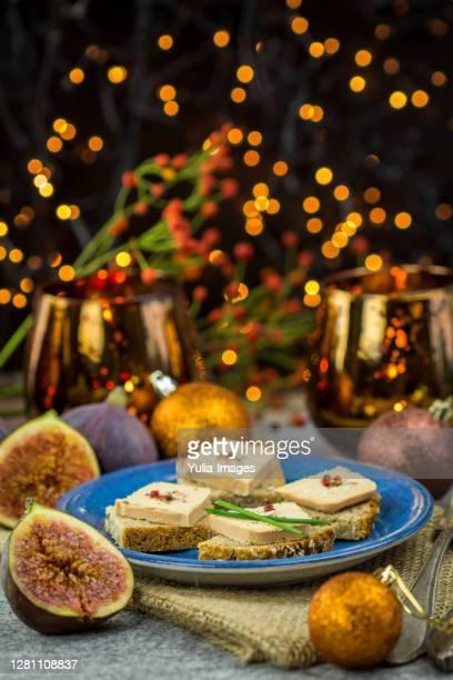 foie gras on wholewheat bread - gras fotografías e imágenes de stock