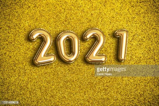 2021 foiled balloon - 2021 stock-fotos und bilder