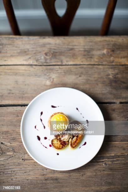 fois gras, apple pie and a duck egg - foie gras photos et images de collection