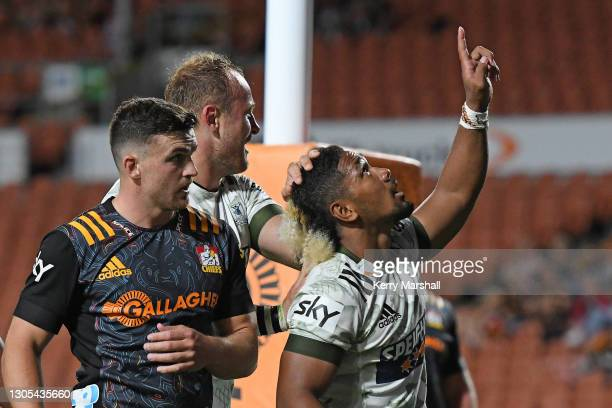 Folau Fakatava of the Highlanders celebrates a try during the round two Super Rugby Aotearoa match between the Chiefs and the Highlanders at FMG...