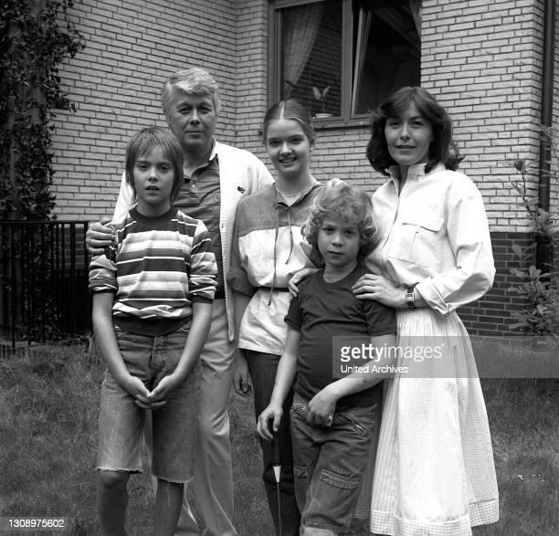 Folge: 1+1=5 / D 1983 / Der alleinstehende Werbegrafiker Werner Schumann und Angelika Graf , die geschiedene Mutter der drei Kinder Tanja , Markus...