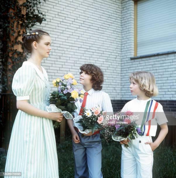 Folge: 1+1=5 / D 1983 / Werner Schumann und Angelika Graf heiraten. / Foto: Angelikas drei Kinder - vlnr.: Tanja , Markus und Tom - bei der...