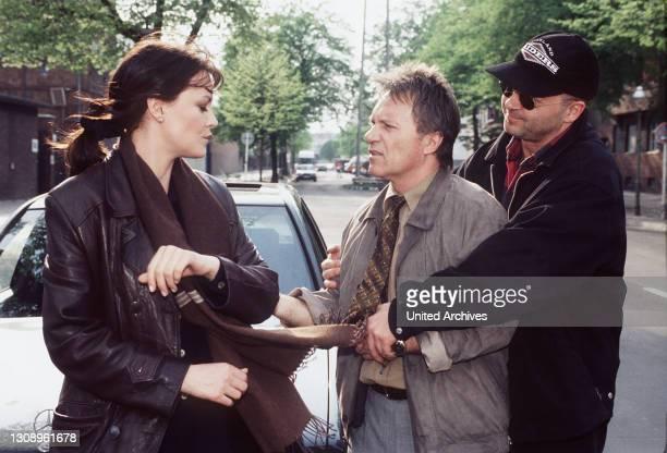 Die Natter Der Polizeichef Dieter Wild ist zutiefst betroffen: Sein Kollege Bernd Schneidewind ist soeben von einem Lastwagen überfahren worden....