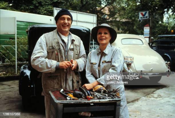 Urlaubszeit Bei Otto Fritze sind Betriebsferien angesagt. Natürlich ist am letzten Arbeitstag noch viel zu tun, auch Marianne muß mit anpacken....