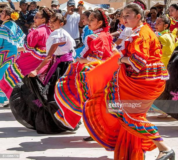 folk bailarines del pancho villa conmemoración - pancho villa fotografías e imágenes de stock