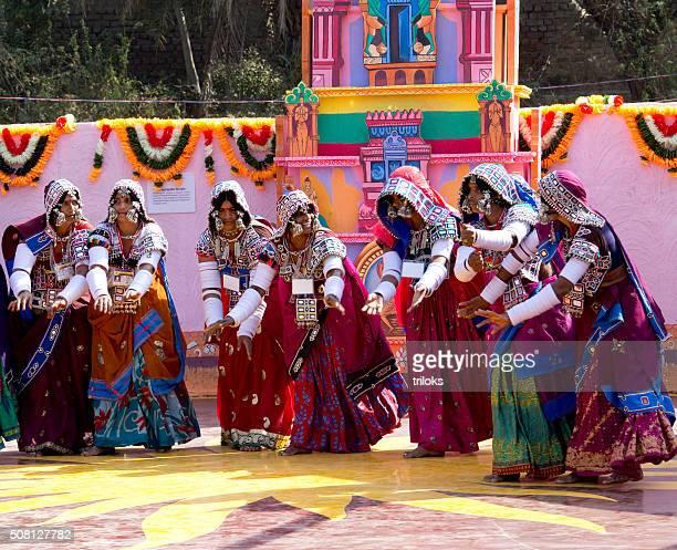 Ballerini Folk di danza in esecuzione Fiera, Surajkund, Faridabad, Haryana, India