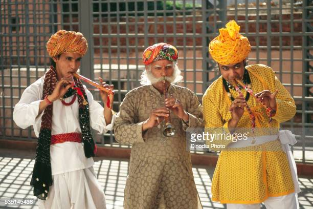 folk musicians in rajasthan, india - folk music stock pictures, royalty-free photos & images