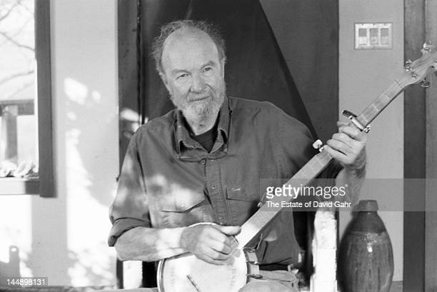 Folk singer and musician songwriter and environmental activist Pete Seeger poses for a portrait at home with his banjo in April 1991 in Beacon New...