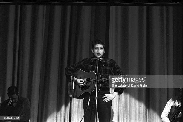 Folk singer Bob Dylan performs at the Carnegie Hall Hootenanny on September 22 1962 in New York City New York
