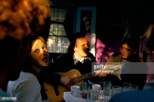 Folk singers at a cafe in Simferopol