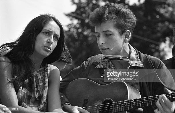 Folk singers Joan Baez and Bob Dylan performing in Washington DC during the March on Washington civil rights rally, August 28, 1963.