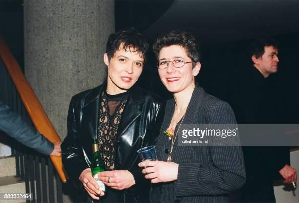 Folkerts Ulrike * Schauspielerin D mit Astrid Stenzel bei der 'Teddy' Verleihung