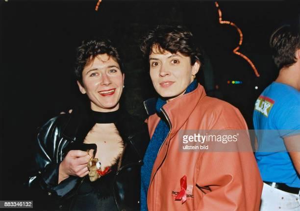 Folkerts Ulrike * Schauspielerin D mit Astrid Stenzel beim Red Ribbon Rave im BKAZelt Berlin