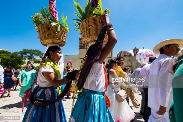 folklore in mexico - indigenas mexicanos fotografías e imágenes de stock