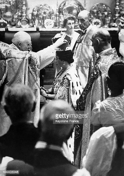 Following the coronation of George VI King of England the coronation of Queen Elizabeth by the archbishop of Canterbury in Westminster Abbey This...