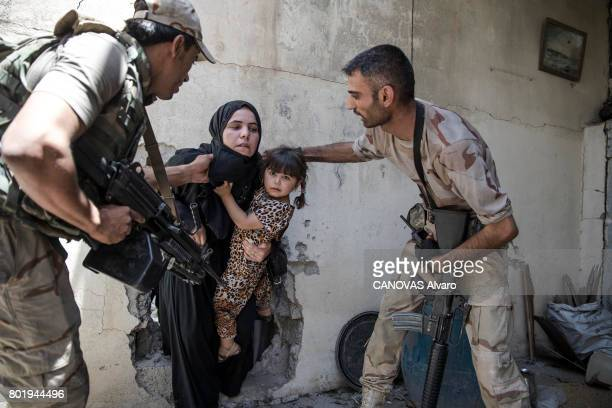Following the omnipresence of Isis in Mosul more than 100 000 inhabitants of the city live in inhuman conditions with bombs and sniper shootings...