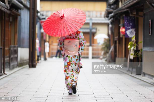 following tradition and my cultures - geisha photos et images de collection