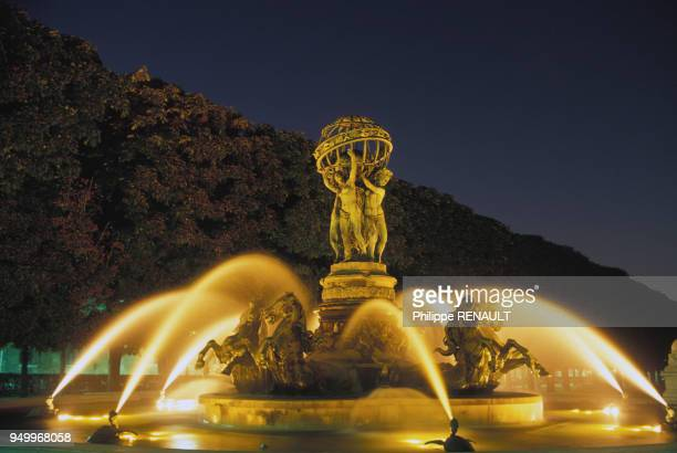 27 Fontaine Du Luxembourg Photos And Premium High Res Pictures Getty Images