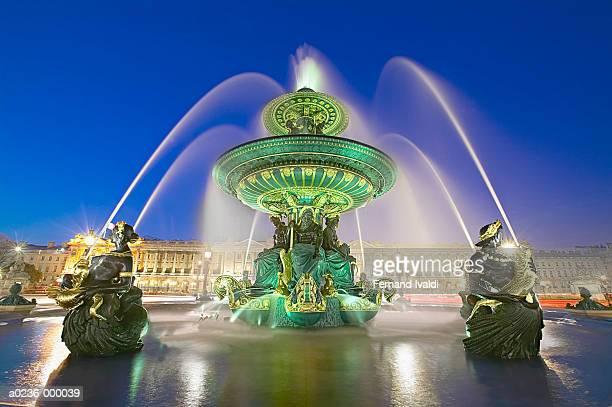 fontaine des mers - place de la concorde stock pictures, royalty-free photos & images