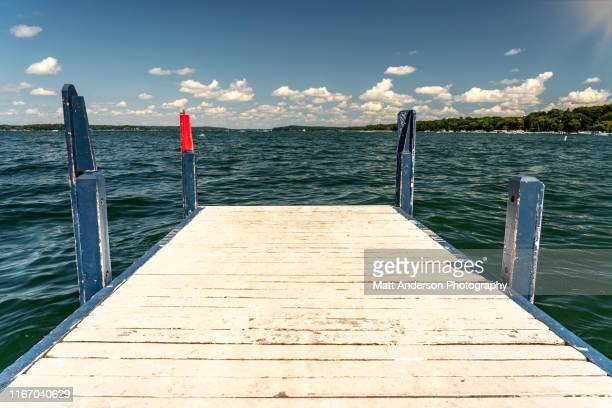 fontana pier close up - meer van genève stockfoto's en -beelden