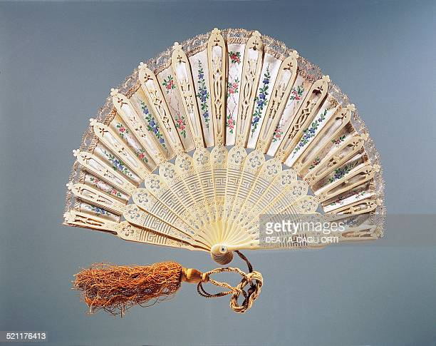 Fontange style silk hand fan with flowers painted in tempera machined lace and carved bone ribs France 19th century Modena Museo Civico D'Arte...