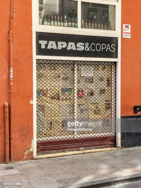 food and drink establishment gone out of business in valencia, spain - bar drink establishment stock pictures, royalty-free photos & images