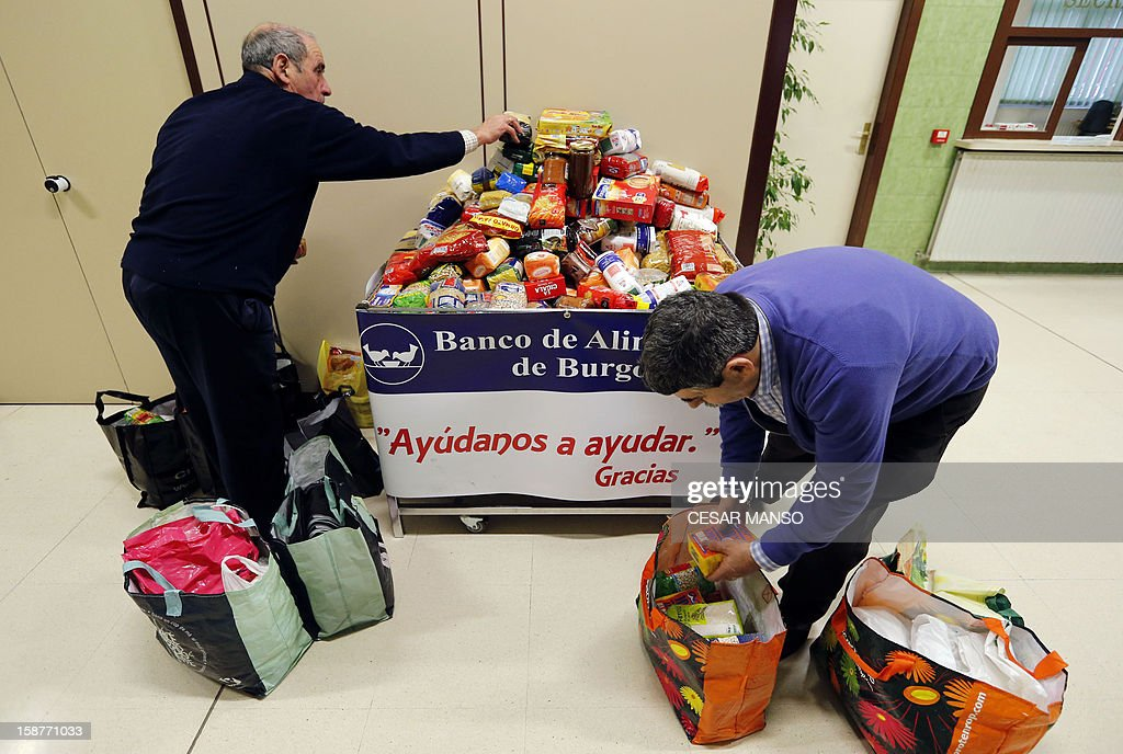 Food Bank volunteers collect food donated by individuals, supermarkets and wholesalers in the national campaign to fight hunger in Spain in the warehouse of the Food Bank of Burgos in northern Spain on December 27, 2012. The Spanish Federation of Food Banks, established in 1987 in Barcelona to be retrofitted in all provinces of the country, last year distributed 104 million kilos of food for free.