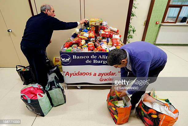 Food Bank volunteers collect food donated by individuals supermarkets and wholesalers in the national campaign to fight hunger in Spain in the...