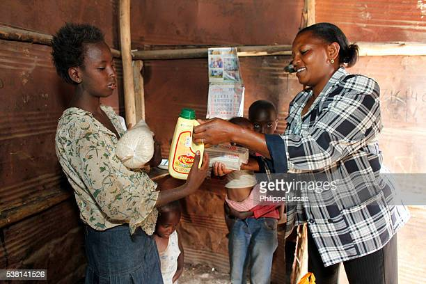 food basket delivery provided by wofak (women fighting aids in kenya) - philanthropist stock pictures, royalty-free photos & images